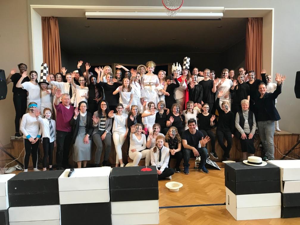 Weder schwarz noch weiß: Calvarienbergschüler finden Königsweg