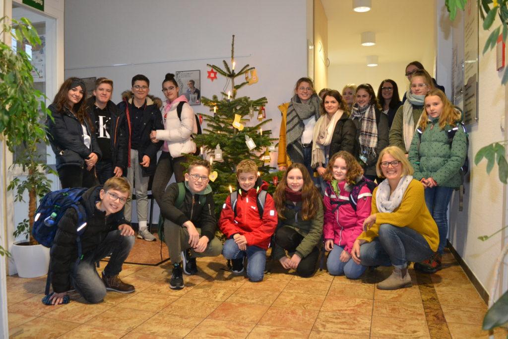 Schüler der Realschule Calvarienberg erfüllten Wunschbaum-Wünsche